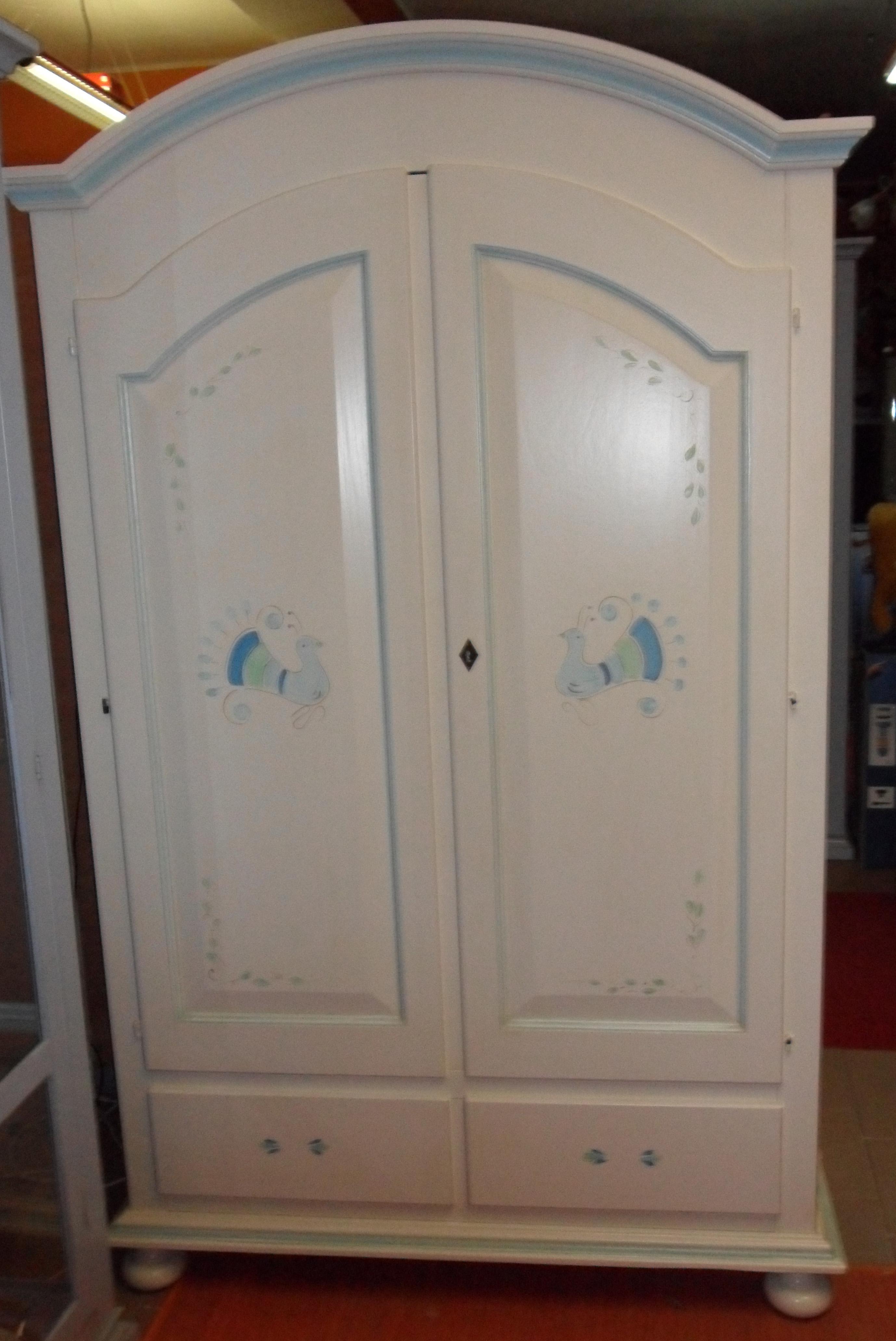 Armadio bianco decorato due ante con cassetti ...